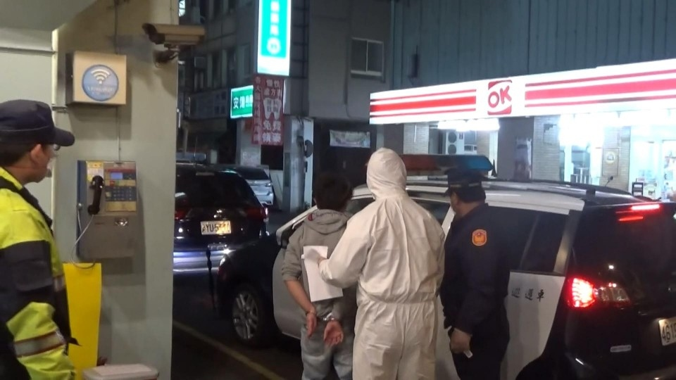 追查網路販售醫療用口罩 臺中檢警逮獲嫌犯止亂。(特派員林惠貞翻攝)