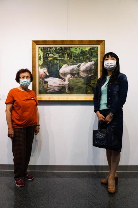林初枝、韋利母女2020油畫聯展母女共譜美妙的繪畫樂章。(記者陳信宏翻攝)