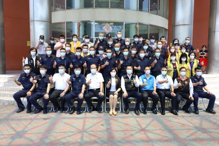 臺西警分局尋獲自殺民眾、即時破獲竊盜案 縣長張麗善頒獎鼓勵。(記者張達雄攝影)