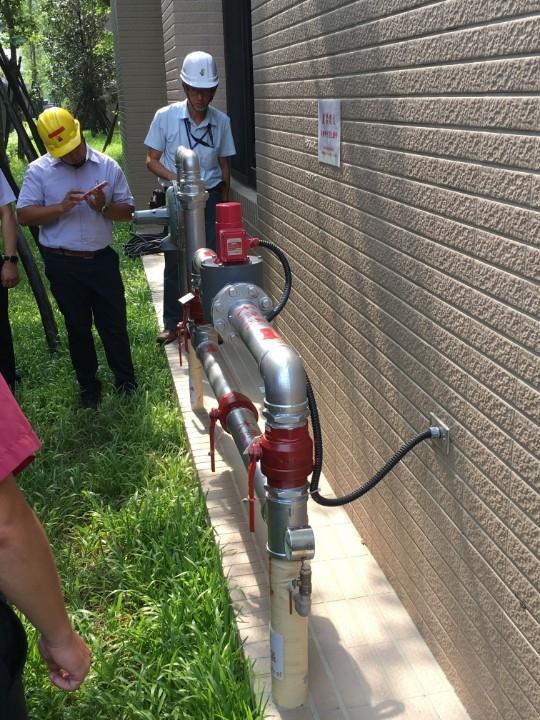 勞檢處配合經發局查核天然氣管線。(記者林志強翻攝)