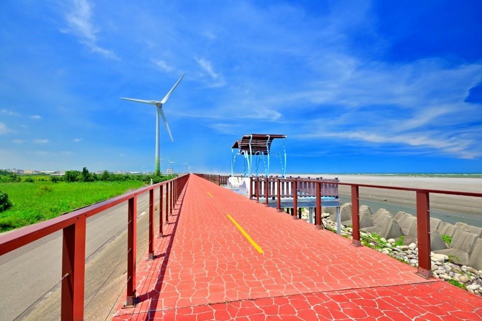 濱海自行車道-大安段。(記者張越安翻攝)