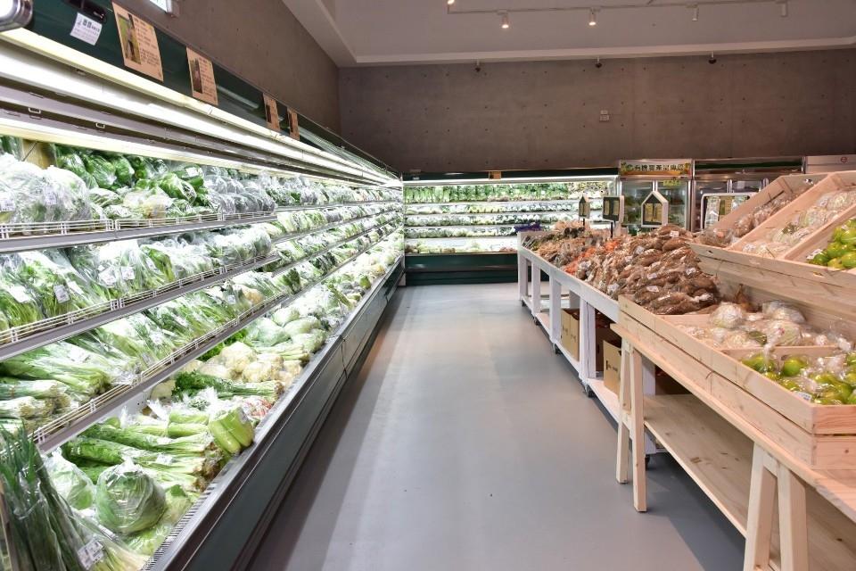 竹北市農會亮點農民直銷站鮮採安心生鮮蔬菜。(記者何能武翻攝)