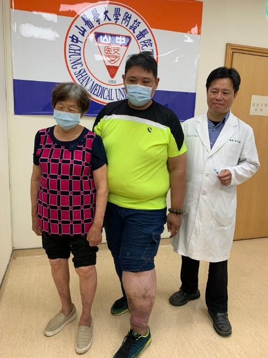 過度肥胖併發靜曲張 延遲就醫噴血不止送急診 泡沫注射治療痊癒。(記者張越安翻攝)