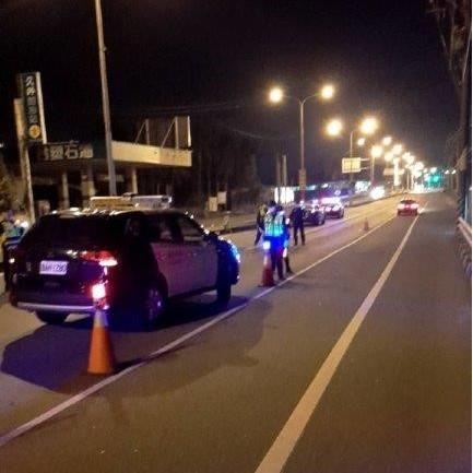 封城路檢淨化大旗美治安及維護交通安全。(特派員林惠貞翻攝)