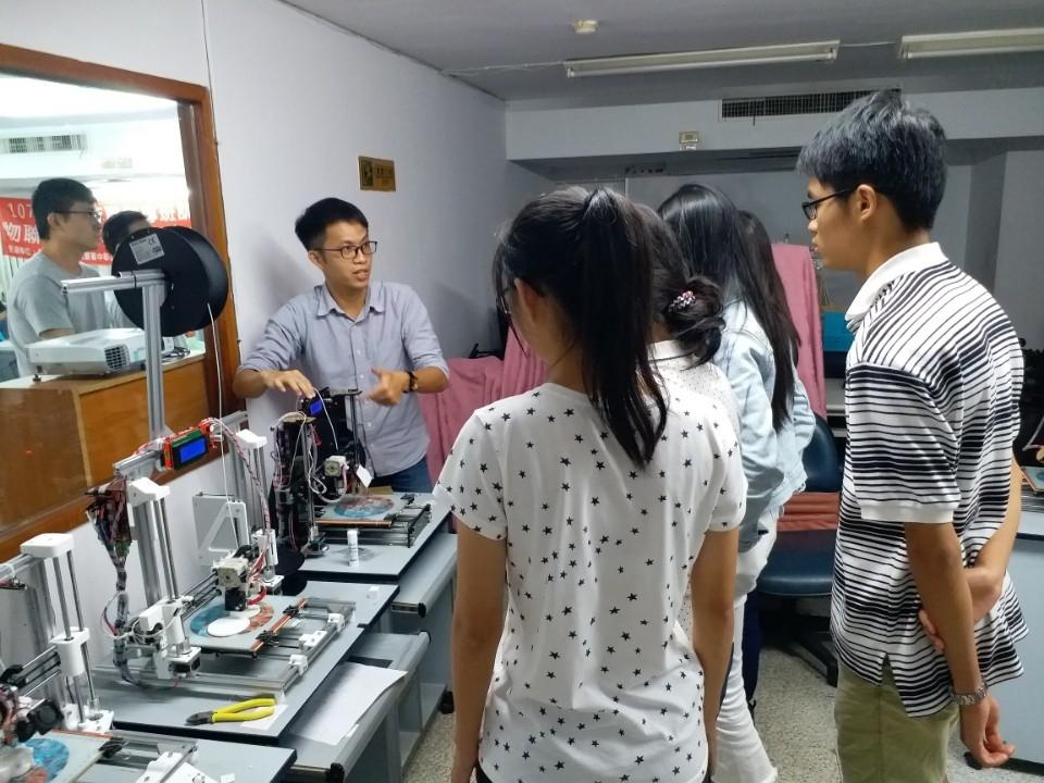 隨印奇想-3D列印體驗班。(記者林俊維翻攝)