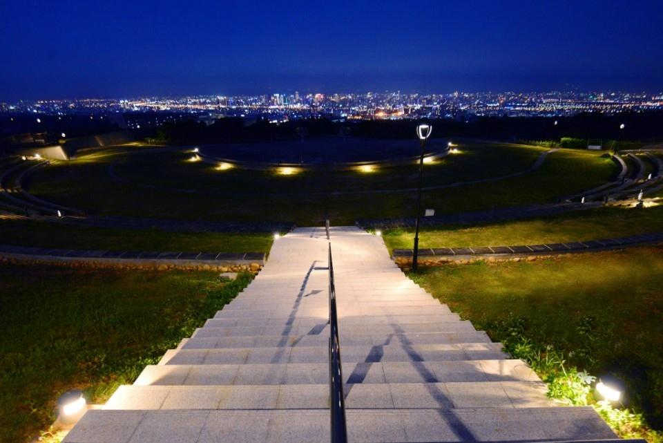 媲美-日本函館-的絕美景緻。(記者張越安翻攝)