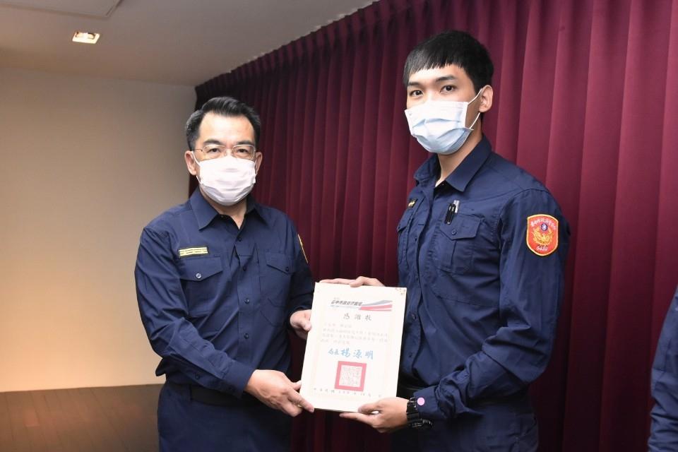 守護市民健康!中市142名防疫績優警察獲表揚。(記者游樂華翻攝).jpg