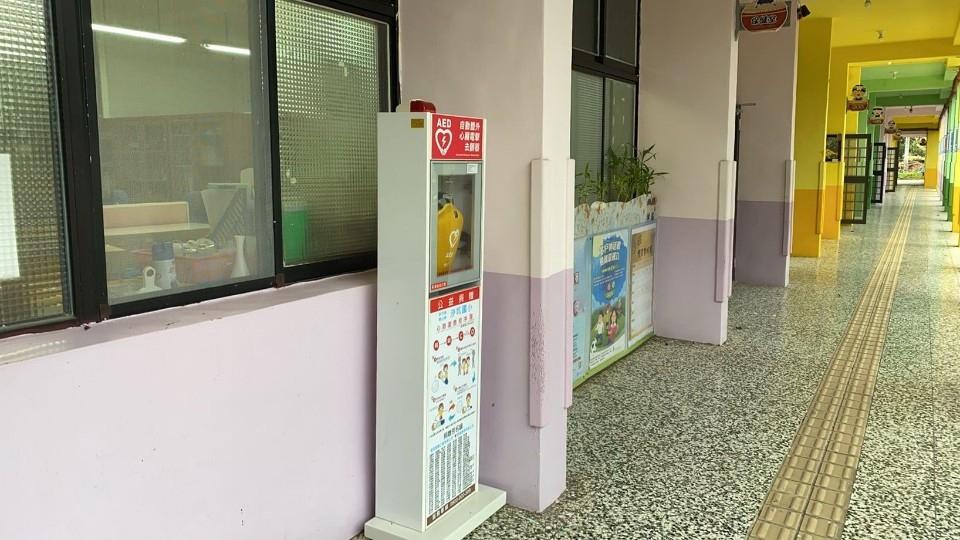 「救命神器」AED新竹縣全縣120所國中小設置完成。(記者張如慧翻攝).jpg