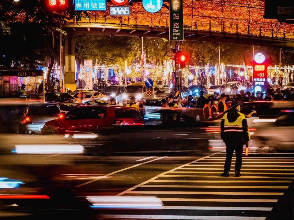 2020新北歡樂耶誕城 侯市長感謝防疫團隊 讓台灣被世界羨慕 並創下三多紀錄「人數多,小孩多,停留時間最多」。(特約記者林有定翻攝).jpg