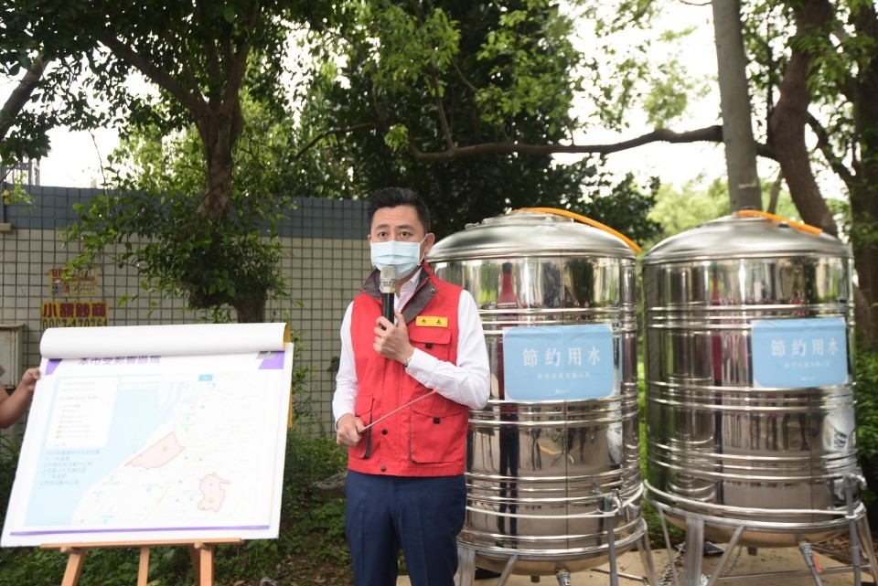 中隘里、南港里停水438戶 新竹市府設立3處供水點 市長林智堅今視察演練加水。(記者張如慧翻攝).jpg