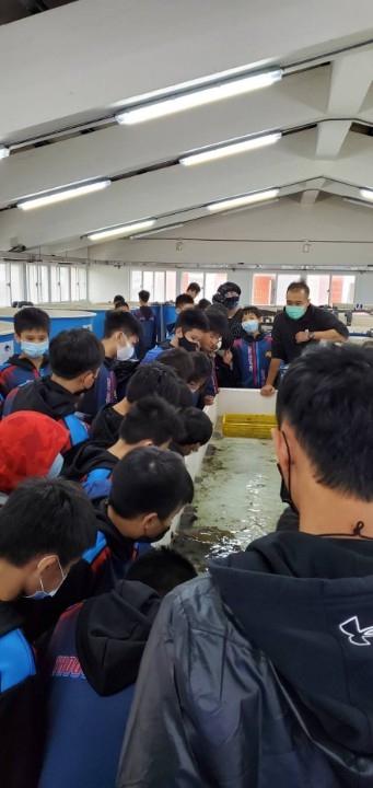 想與海洋生物零距離互動嗎?那就快來預約海洋教育體驗課程吧。(特約記者林有定翻攝).jpg