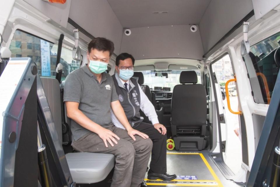 感謝大毅科技捐贈復康巴士 滿足身心障礙朋友的交通需求。(記者黃遠山翻攝).jpg