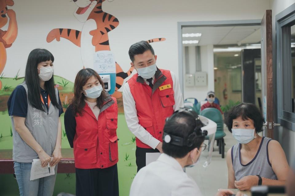 竹市COVID-19公費疫苗施打時段、地點再增加 林智堅市長籲民眾踴躍接種。(記者張如慧翻攝).jpg