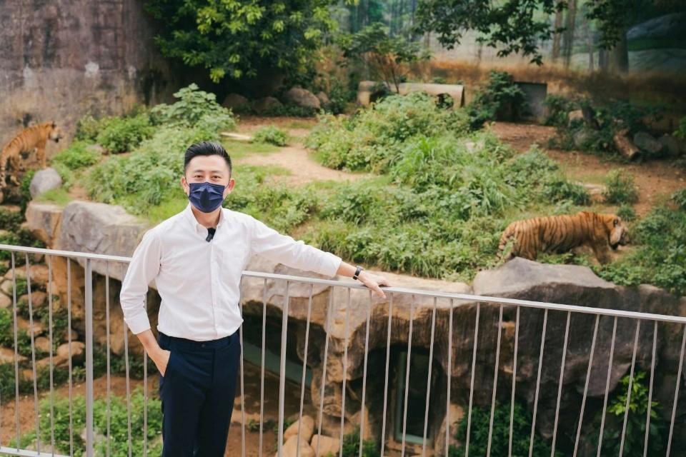休園動物忙什麼?今中午市長臉書帶你線上逛動物園 直擊河馬樂樂餵食秀。(記者張如慧翻攝).jpg