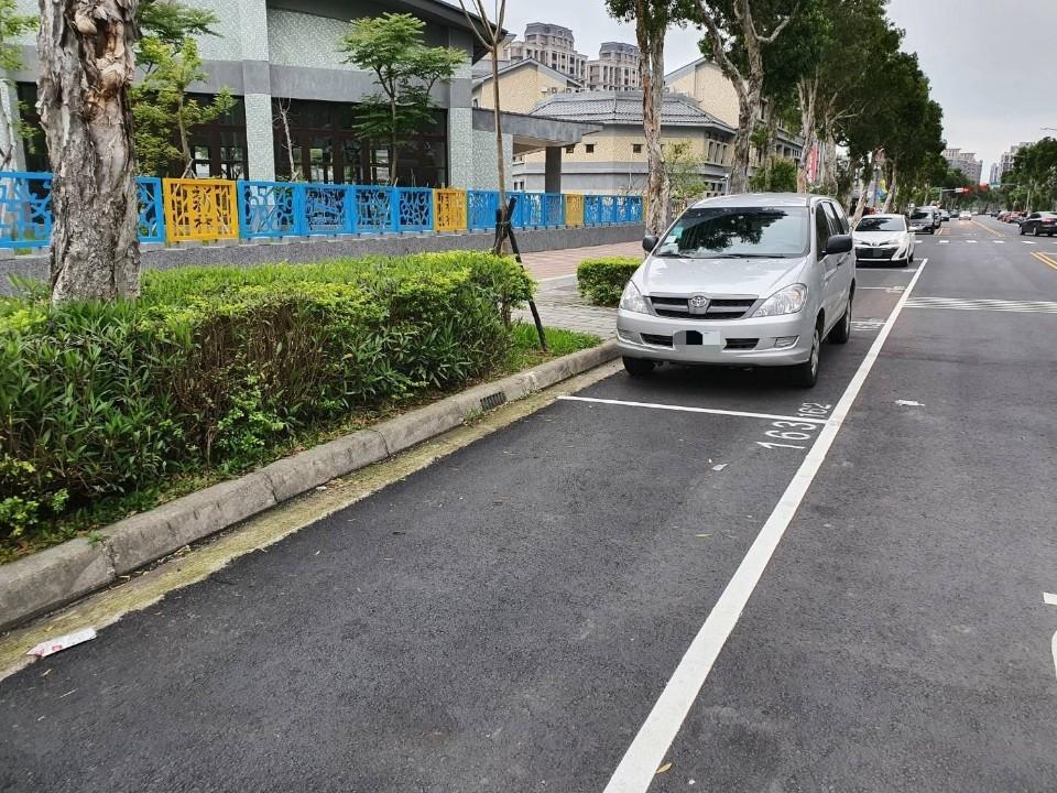 抗疫續努力! 新北黃線、路邊停車維持假日開放停車及不收費。(特約記者林有定翻攝).jpg