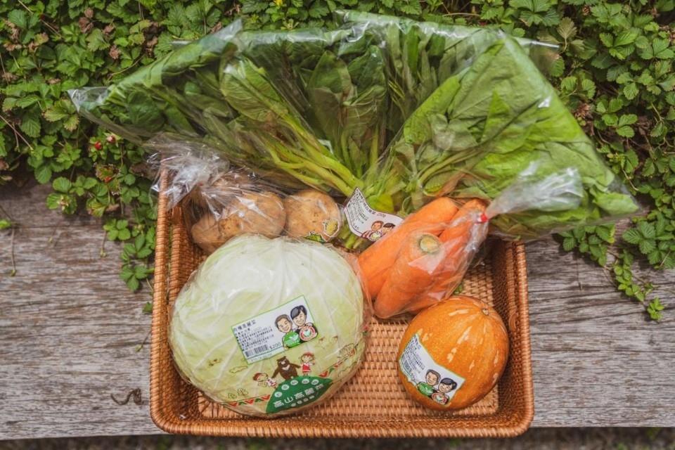 新竹市農會推防疫蔬菜箱 菜籃族免去市場人擠人。(記者張如慧翻攝).jpg