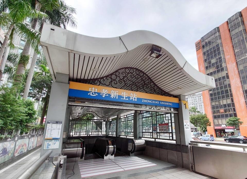 新莊蘆洲線忠孝新生站1號出入口已改善為雙向電扶梯。(特約記者林有定翻攝).jpg