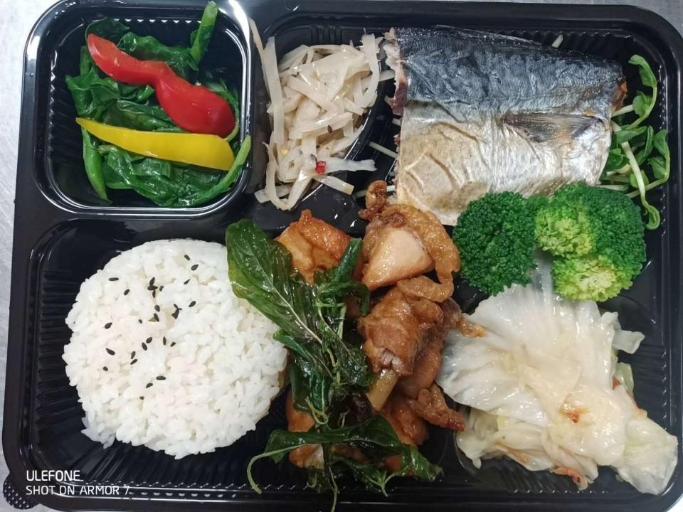 竹市10家防疫旅館 有聊天專線陪你解悶 還供應主廚級雙主菜便當。(記者張如慧翻攝).jpg