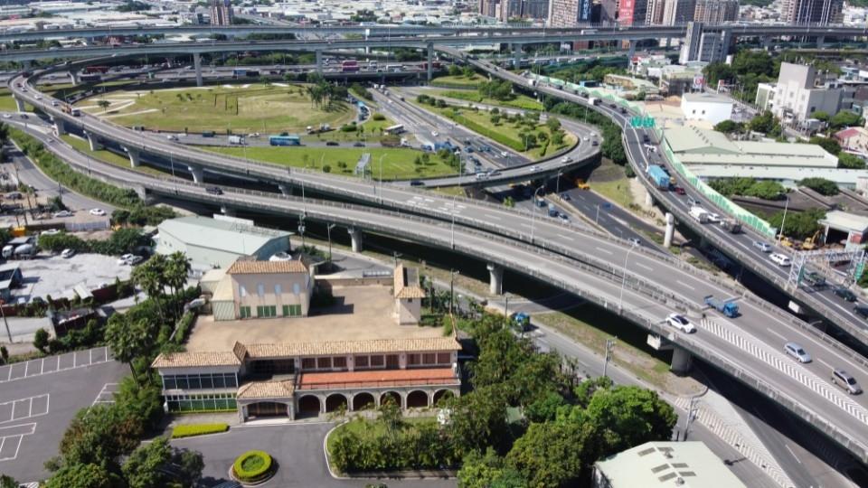 讓臺64線成為更安全、順暢及智慧化公路。(特約記者林有定翻攝).jpg
