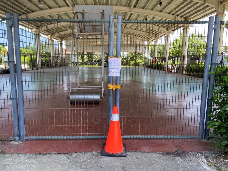 防疫優先! 公園設施封閉至6月14日止。(特約記者林有定翻攝).jpg