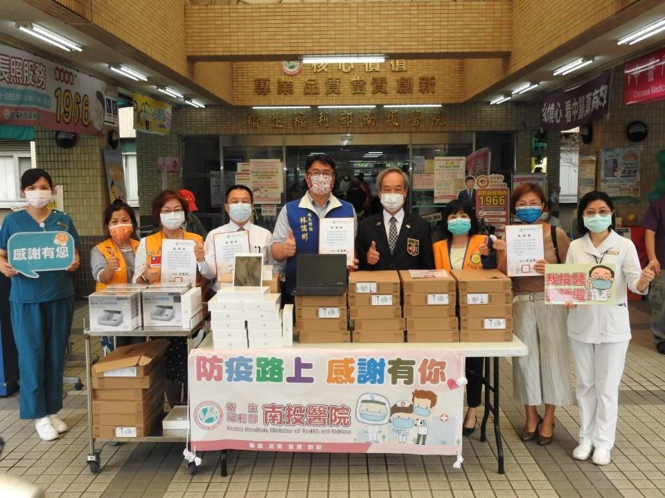 防疫路上感謝有你 愛心企業社團捐贈助醫護及學童。(記者游樂華翻攝).jpg