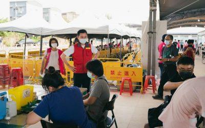今起竹市線上預約 加開醫院夜間接種時段 林智堅市長:接種服務貼心升級更便民。(記者張如慧翻攝).jpg