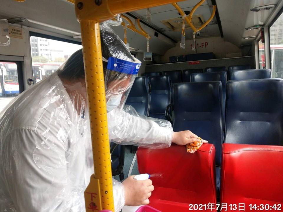 安心乘車! 新北公車、新巴士、捷運第一線人員疫苗施打率逾96%。(特約記者林有定翻攝).jpg