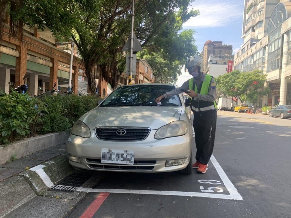 黃線恢復管制、路邊停車依原公告收費時段收費。(特約記者林有定翻攝).png