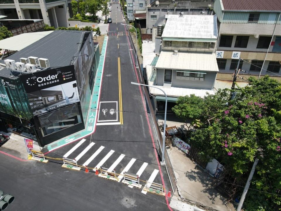 新北改造土城中央路二段巷弄 打通瓶頸道路、閒置空地變身停車位。(特約記者林有定翻攝).jpg