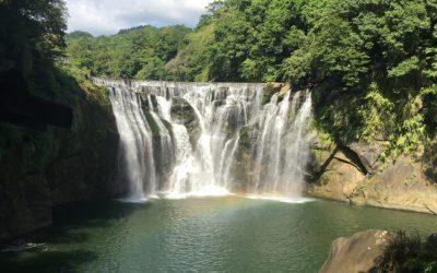 10月起十分瀑布公園開放時間至下午5點。(特約記者林有定翻攝).JPG