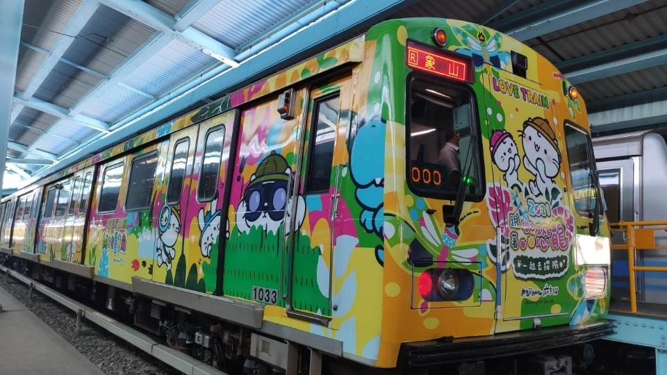 搭捷運出遊去!2021小恐龍探險親子彩繪列車啟航 讓五倍券價值更高更好用!兒童新樂園推出優惠套票 超值又好玩。(特約記者林有定翻攝).jpg